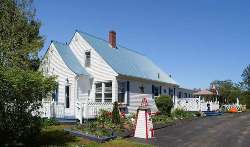 Come From Away Bed & Breakfast and Cottages