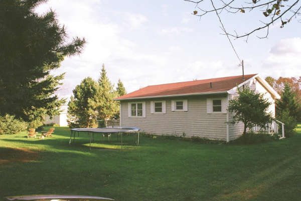 Laura's Wildrose Cottages