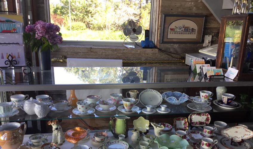 Little Barn By The Bay Antiques & Collectables
