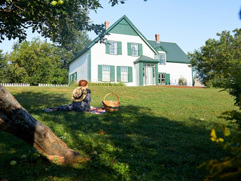 Anne of Green Gables, walking, house, sitting